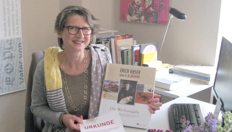 Dr. Elke Schulze freut sich über den dritten Platz beim Literaturwettbewerb Vogtlands Lieblingsbuch