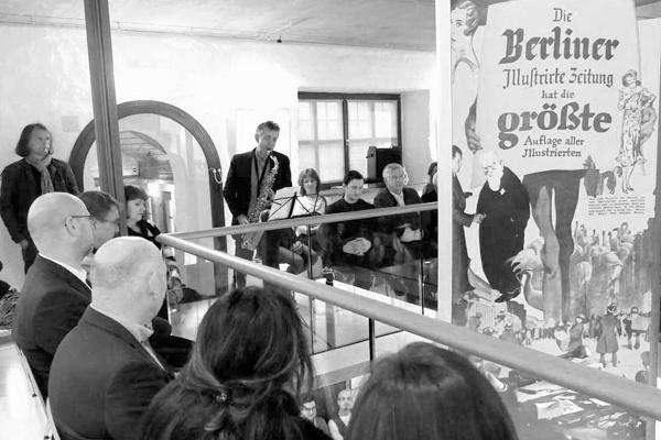 Vernissage zur Ausstellung von Line Hoven & e.o.plauen